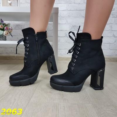 Ботинки на широком каблуке с платформой на шнуровке
