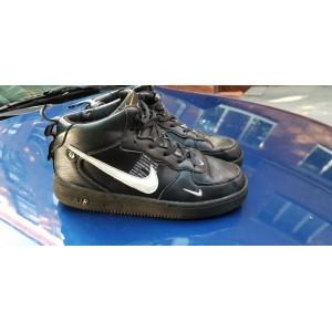 Подростковые зимние высокие кроссовки Nike Air Force,черные на меху 40р б/у