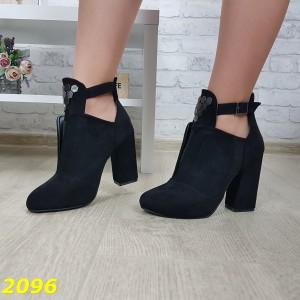 Ботинки деми на удобном широком каблуке с пряжкой