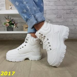Зимние спортивные ботинки белые буффало на высокой платформе тракторной