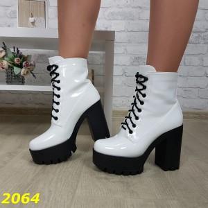 Ботинки трактора на широком каблуке с платформой белые на шнуровке