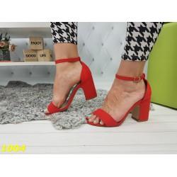 Босоножки на толстом широком каблуке красные