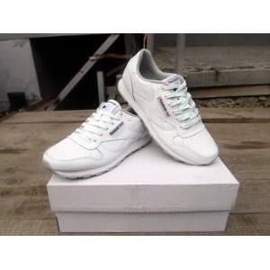 Женские кожаные кроссовки Reebok белые 39